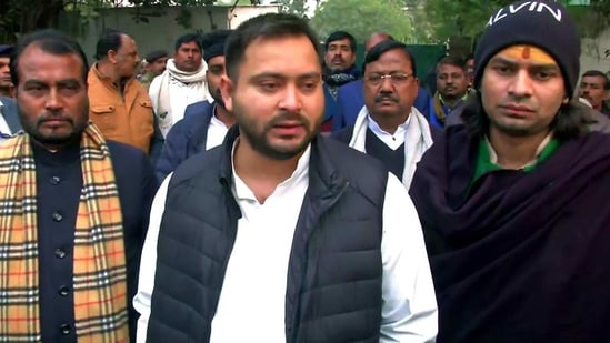 RJD leader Tejashwi Yadav met father Lalu Prasad at Ranchi hospital with brother Tej Pratap and mother Rabri Devi.(PTI Photo/Representative)