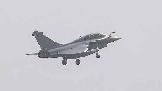 India and France have fielded a number of fighter jets in the exercise which include Rafales of two sides besides Mirages and the Sukhois of the Indian Air Force.(AFP)