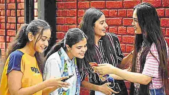 "Most parents felt that a mobile phone is ""unsafe"" and an ""unhealthy distraction"" for an adolescent girl, the survey said(Sanchit Khanna/HT PHOTO)"