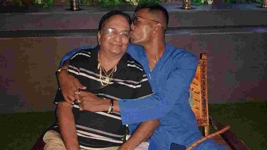 Hardik Pandya with father Himanshu Pandya.(Twitter/Hardik Pandya)