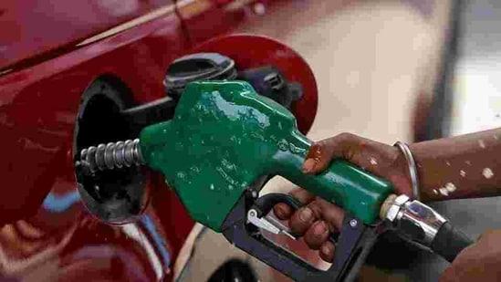 Petrol price in Delhi rose to <span class='webrupee'>₹</span>85.70 per litre and in Mumbai to <span class='webrupee'>₹</span>92.28.(Reuters file photo)