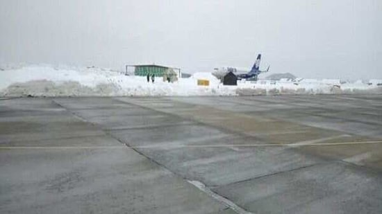 Flight operations resumed at the Srinagar airport on Sunday, a day after they were suspended in the wake of snowfall in the Kashmir valley, officials said.(Yahoo)