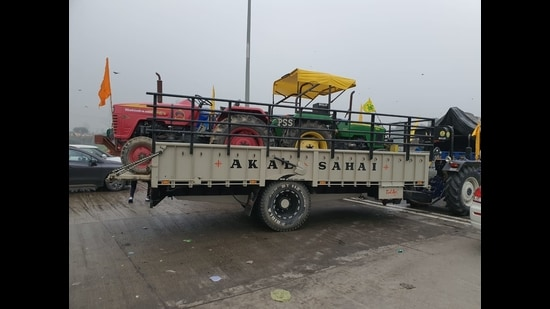 A tractor carrying multiple tractors as farmers head to Delhi from Ludhiana on Saturday. (HT PHOTO)