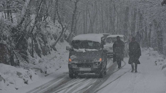 The India Meteorological Department (IMD) on Saturday predicted that snowfall is very likely in Jammu and Kashmir.(HT Photo)