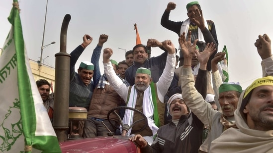 BKU spokesperson Rakesh Tikait along with farmers raises slogans during their ongoing agitation against Centre's farm reform laws at Ghazipur border,(PTI)