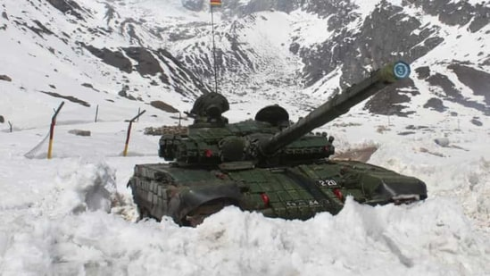 The presence of high attitude passes en-route to north and south banks of Pangong Tso on Ladakh rules out any withdrawal of Indian armoured units from the contested points.(File photo)