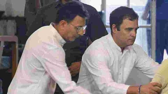 Congress' West Bengal in-charge Jitin Prasada with Rahul Gandhi(PTI)