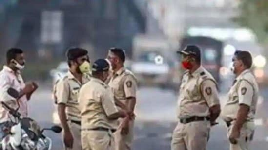 To collate the information of criminals, all the 95 police stations across Mumbai are also preparing a list of the top 25 criminals in their records, such as regular trouble makers, hard core criminals or local goons. (PIC FOR REPRESENTATION)(HT_PRINT)