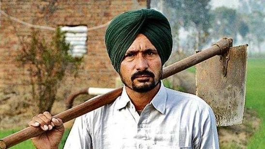 Farmer Gurdhian Singh in his wheat field in Patiala. (Bharat Bhushan/Ht photo)