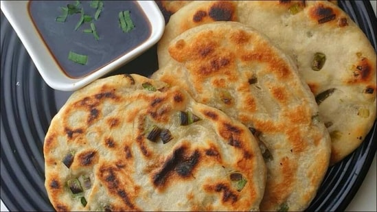 Recipe: Here's how to make scallion pancakes or the Chinese sibling of naan(Instagram/ truffleandtoast)