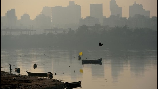 Mumbai's air quality saw a slight improvement on Monday at 283, after two days of very poor air. (HT FILE)