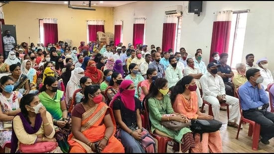 Karad Municipal School recently held a meeting with parents of students about schools reopening.