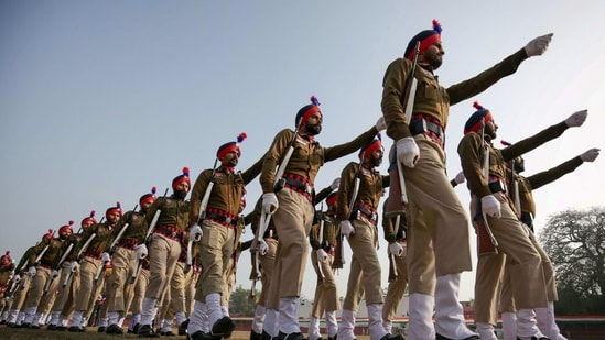 Police personnel during the full dress rehearsals for the Republic Day parade.(PTI)