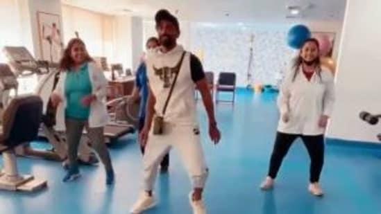 Remo D'Souza dances with his doctors.