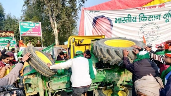 Tractor with two farmers overturns at Delhi-Noida border on Tuesday. (ANI photo)