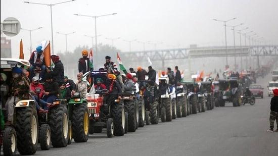 Farmers at Tikri border headed for Delhi on tractors on Tuesday morning. (HT Photo)