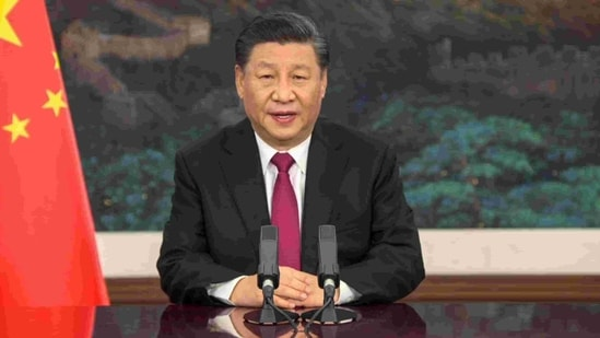 """This video grab taken on January 25, 2021, from the website of the World Economic Forum shows China's President Xi Jinping speaking from Pekin as he opens an all-virtual World Economic Forum, which usually takes place in Davos, Switzerland. - Chinese President Xi Jinping opened the World Economic Forum, as his country still appears on track to emerge stronger from the coronavirus pandemic that continues to wreak havoc elsewhere. In virtual format because of the pandemic, this week's event is headlined: """"A Crucial Year to Rebuild Trust."""" (Photo by - / World Economic Forum (WEF) / AFP) / RESTRICTED TO EDITORIAL USE - MANDATORY CREDIT """"AFP PHOTO / WORLD ECONOMIC FORUM"""" - NO MARKETING - NO ADVERTISING CAMPAIGNS - DISTRIBUTED AS A SERVICE TO CLIENTS(AFP)"""