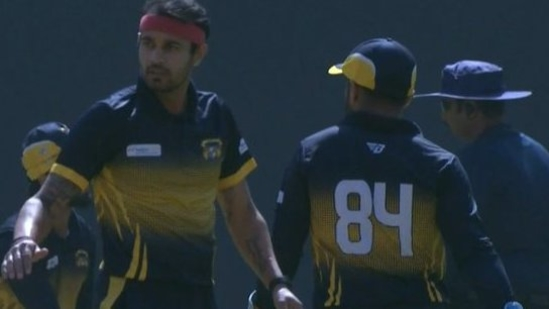 Punjab pacer Siddharth Kaul claims a double-wicket maiden vs Karnataka(BCCI Domestic / Twitter)