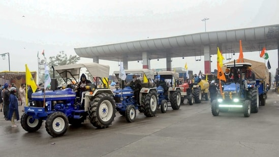 Haryana farmers welcome farmers of Punjab moving towards Delhi to take part in their Jan 26 tractor rally, as part of the ongoing agitation against farm reform laws, at Shambu Punjab-Haryana border near Patiala. (PTI Photo)