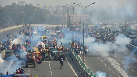 New Delhi: Police fire teargas shells to disperse protesting farmers who were attempting to break barricades at Ghazipur border during their 'tractor march' on Republic Day, in New Delhi, Tuesday, Jan. 26, 2021. (PTI Photo/Ravi Choudhary)(PTI01_26_2021_000463B)(PTI)