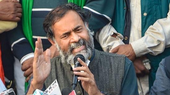 New Delhi: Political activist Yogendra Yadav (C) with farmer union leaders addresses media at Singhu border during their ongoing 'Delhi Chalo' protest against Centre's new farm laws, in New Delhi, Monday, Nov. 30, 2020. (PTI Photo/ Shahbaz Khan)(PTI30-11-2020_000146B)(PTI)