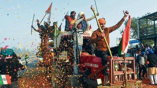 Farmers shower flower petals on fellow protesters at Singhu border. (PTI)