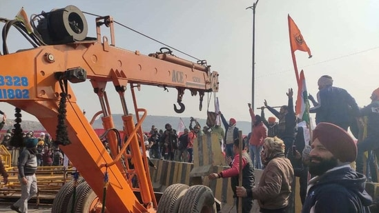 Amid the chaos, people also used bare hands to push away heavy cement blocks put as barricades.(HT Photo)