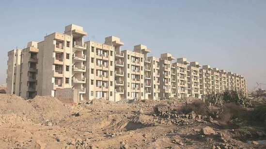 A total of 1,90,120 housing units, worth <span class='webrupee'>₹</span>1,19,291 crore, were stuck in the Delhi-NCR as of 2020-end. These flats were launched in 2013 and before.(PTI)