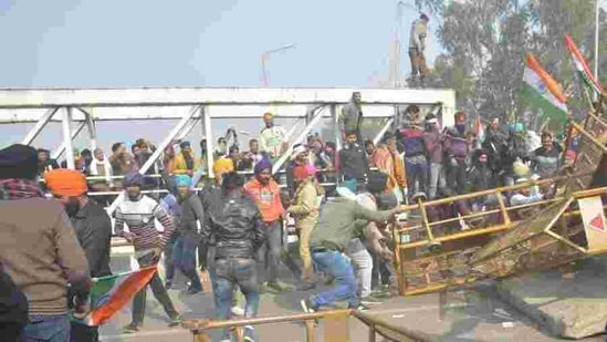 Several Delhi Metro stations shut as farmers' tractor rally turns violent | Hindustan Times