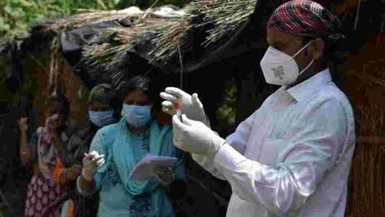 Blood samples are being collected during a serological survey to ascertain the spread of the coronavirus disease in Lucknow, Uttar Pradesh in this file photo. (HT Photo)
