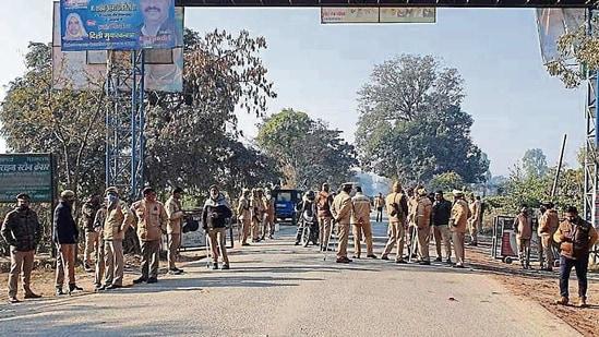 Uttarakhand Police personnel deployed in US Nagar district(HT PHOTO)