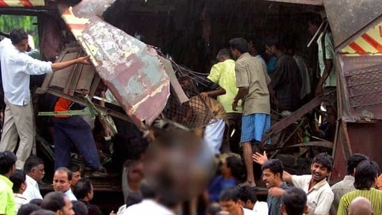 In 2006 Mumbai blasts, 188 people were killed and 829 injured. In this photograph, police recover bodies from a blast site.(HT File Photo)