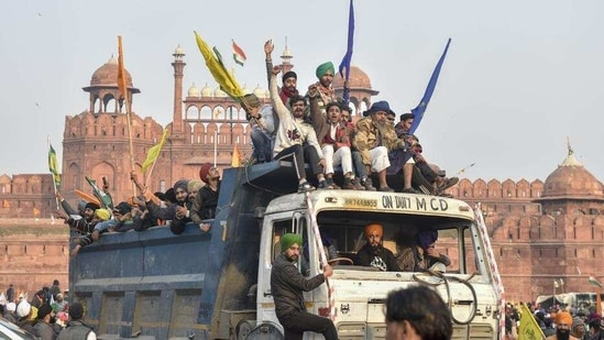 The gathering of protesters at the Red Fort on Wednesday for which all farmers' unions are now laming Deep Sidhu.(PTI)