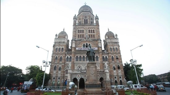 The BMC had recently decided to raise funds by floating infrastructure bonds owing to the financial trouble it faced due to the Covid-19 pandemic. (Hindustan Times)