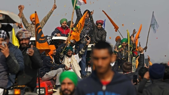 Farmers protest during a tractor rally near the Singhu border crossing in Delhi,(Bloomberg)
