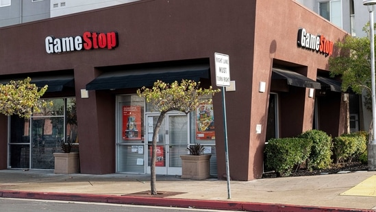 A GameStop store in Emeryville, California, U.S., on Wednesday, Jan. 27, 2021. GameStop Corp.'s�breathtaking ascent showed no sign of slowing Wednesday, with bullish day traders keeping the upper hand over short sellers who started to capitulate. Photographer: David Paul Morris/Bloomberg(Bloomberg)