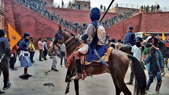 A Nihang Sikh aboard a horse inside Red Fort on Tuesday.(Sanjeev Verma/HT PHOTO)