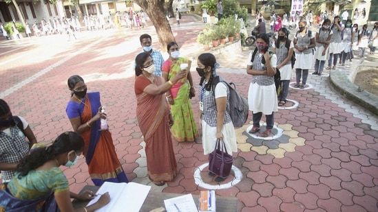 Students undergo thermal screening in Kanyakumari.(PTI)