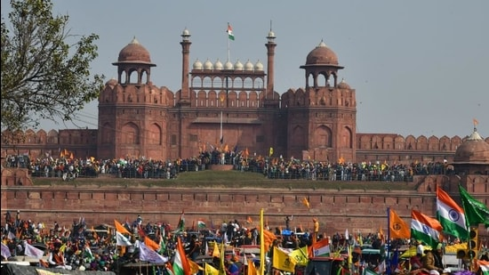 Demonstrators at Red Fort during the farmers' tractor rally on Republic Day. (Sanjeev Verma/HT photo)