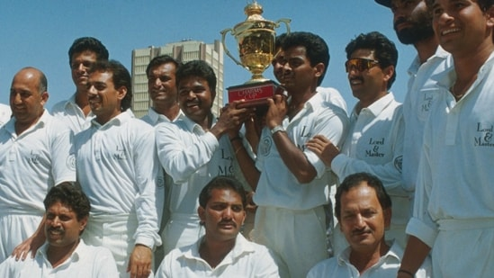 Indian team with the trophy after beating England 3-0 at home in 1992-93 series(Getty Images)