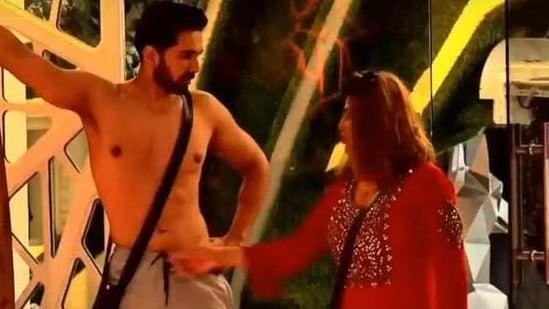 Rakhi Sawant pulled Abhinav Shukla's pajama drawstring while teasing him.