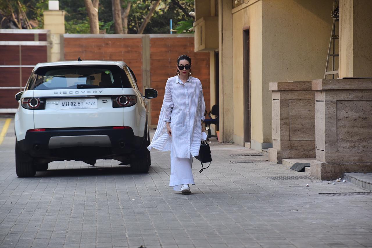 Karisma Kapoor seen outside Amritas home.
