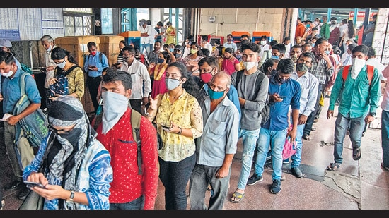 Next 15 days crucial to understand Covid spread: Mumbai civic body as trains start for all - Hindustan Times