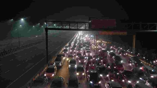 Traffic police officials said vehicles are being diverted on other routes such as Vikas Marg, DND, and those in the south and north Delhi.(HT Photo)