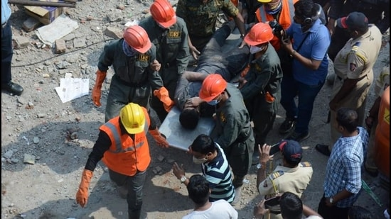 One worker has been rescued from the godown collapse in Bhiwandi. (Praful Gangurde/ HT photo)