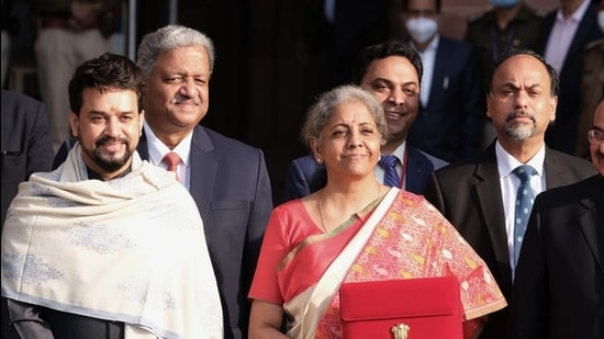 Nirmala Sitharaman, India's finance minister (centre) with Anurag Thakur, India's finance and corporate affairs minister (left). (Bloomberg)