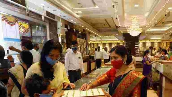 People buy gold at a jewellery store in Pune in this file photo. (Rahul Raut/HT Photo)