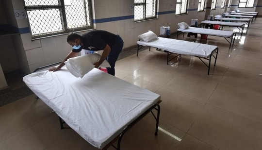 With the COVID-19 infection number reaching its peak of over 8,000 in a day in November, 2020 in Delhi, the numbers are now declining and 121 fresh cases were recorded on February 1.(Sanchit Khanna/HT Photos/For Representative Purposes Only)