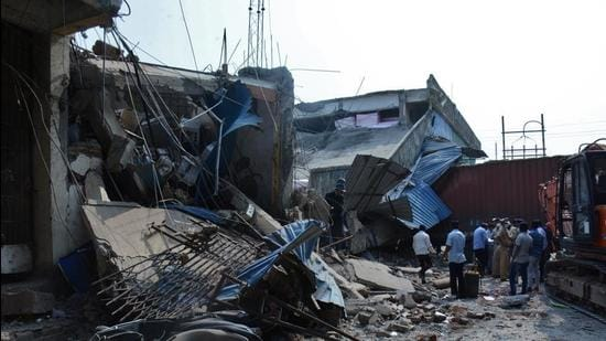 On Monday, around 10am, a portion of the ground-plus-one storey godown at Harihar compound in Dapode village, located on Bhiwandi's Mankoli Road collapsed. (HT PHOTO)