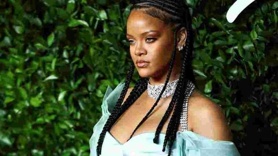 Singer Rihanna poses as she arrives at the Fashion Awards 2019 in London, Britain December 2, 2019. REUTERS/Lisi Niesner (REUTERS)